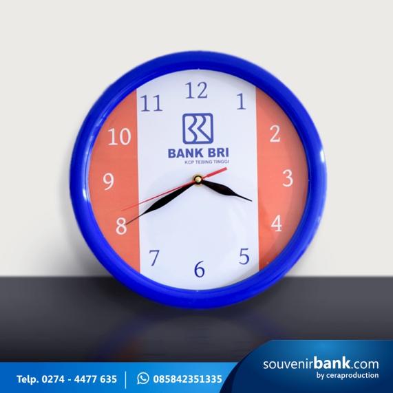 souvenir bank - souvenir jam dinding milik bank BRI