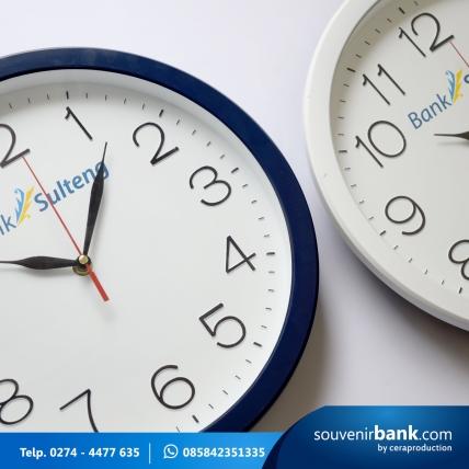 souvenir bank - souvenir jam dinding milik bank sulteng